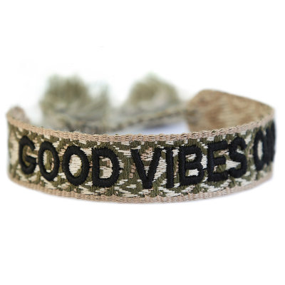 Geweven armband good vibes only army green