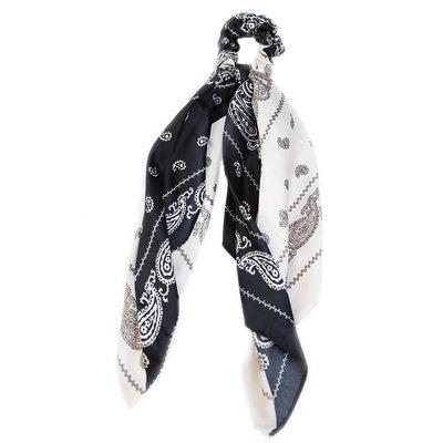 Scrunchie scarf paisley black & white