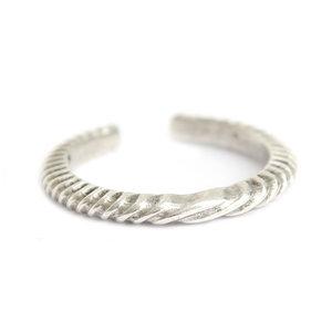 Ring pattern silver